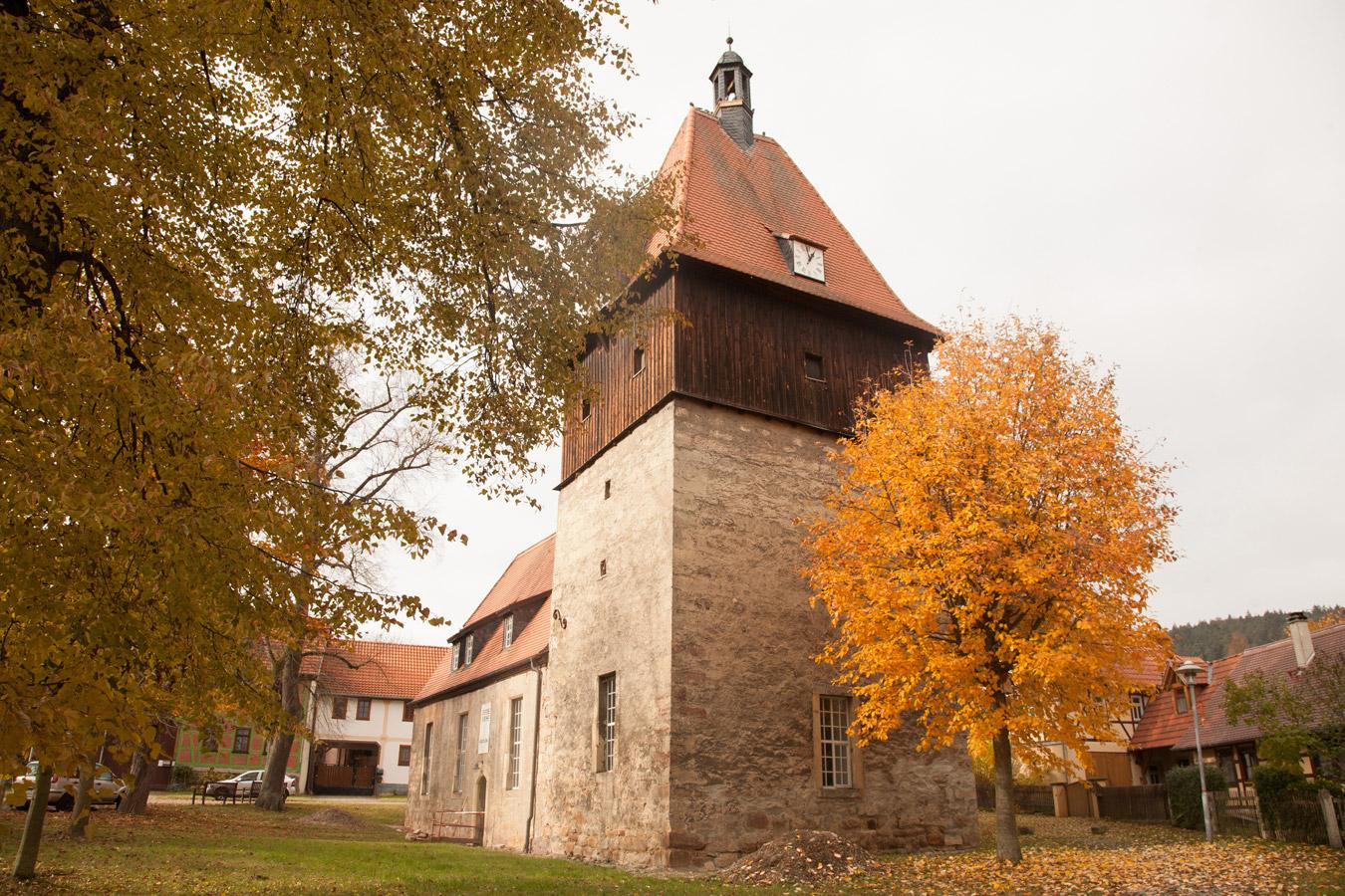 St. Nikolaus Kirche im Herbst