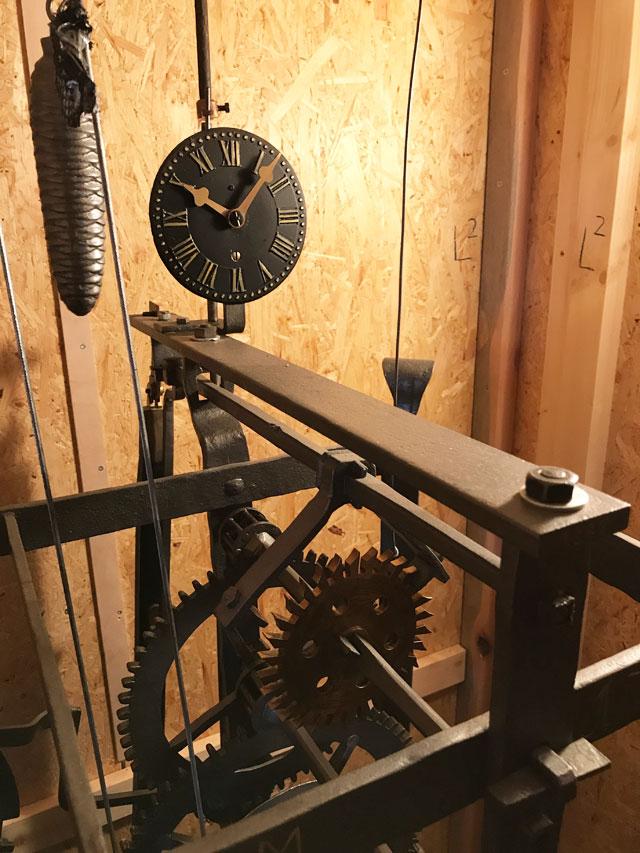Handgeschmiedetes, mechanisches Uhrwerk der Kirchturmuhr